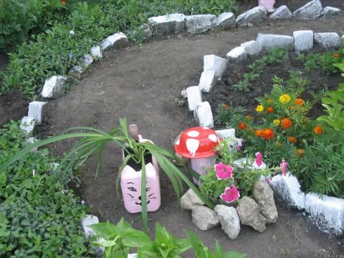 Фото оригинальных поделок для клумб - Фото цветов